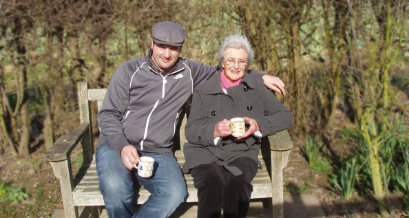 Johannes and his Grandma, sitting on a park bench, drinking tea